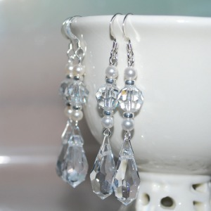 Earing_crystal_with_a_touch_of_pearl_4